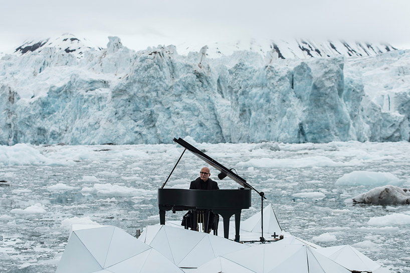 ludovico-einaudi-performs-in-the-arctic-ocean-greenpeace-designboom-02